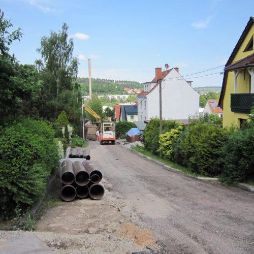 """Die  Straßen """"Blaubeerweg"""" und """"Am Klosterholz"""" bekamen einen Mischwassersammler; Gehwege und Straßenbelag wurden im Anschluss an die Kanalbauarbeiten ebenfalls erneuert.  Foto: Funke Kunststoffe GmbH"""