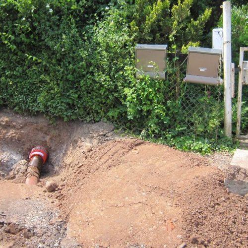 Mit der VPC®-Rohrkupplung lassen sich HS®-Kanalrohre trotz unterschiedlicher Durchmesser sohlengleich mit vorhandenen Grundstücksleitungen aus anderen Rohrwerkstoffen verbinden.  Foto: Funke Kunststoffe GmbH