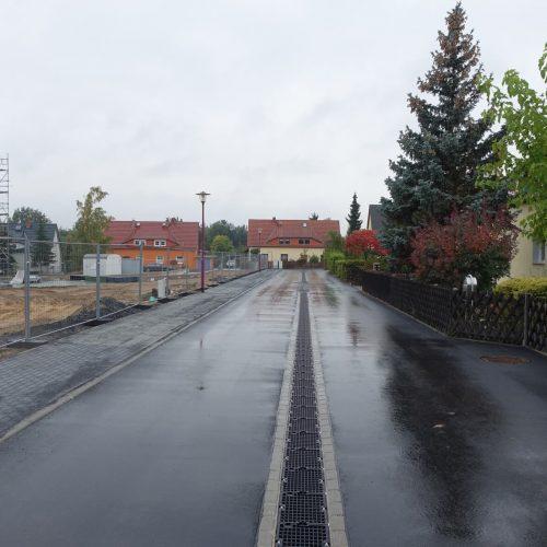 In der Nordstraße wurde die D-Rainclean®-Sickermulde in der Straßenmitte verlegt – bei der Erstellung der neuen Schwarzdecke wurde der Tiefpunkt entsprechend in der Mitte gesetzt. Foto: Funke Kunststoffe GmbH