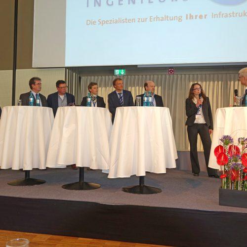 In den Podiumsdiskussionen wurden Themen aus den Vorträgen noch einmal kontrovers diskutiert. Foto: TAH