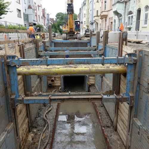 Das neue Rechteckprofil des Lutterkanals und die beiden neuen Regenrückhaltebecken werden das Überflutungsrisiko für die Bielefelder Altstadt bei Starkregenereignissen auf ein Minimum reduzieren. Foto: thyssenkrupp Infrastructure