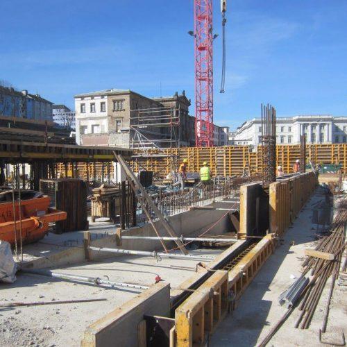 Die Bauarbeiten rund um den historischen Elberfelder Bahnhof sind in vollem Gange. Für den von der ARGE Döppersberg realisierten neuen Busbahnhof lieferte ULMA Wand- und Deckenschalung sowie Traggerüste. Foto: Wittfeld