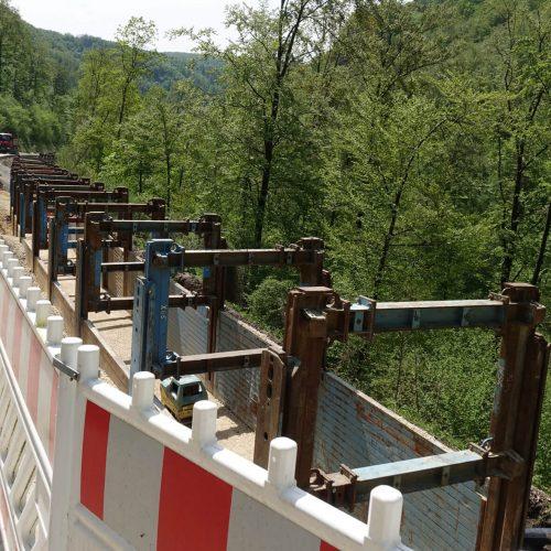 Rund 170 lfdm. des Verbausystems mit Modullängen von 4,13 m hält das ausführende Unternehmen auf der Baustelle vor. Foto: thyssenkrupp Infrastructure