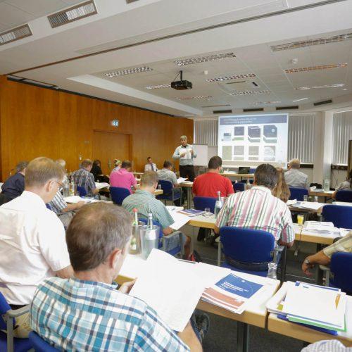 Fachleute berichten aus der Praxis: Die Auftraggeber-Fachgespräche geben Gelegenheit zum intensiven Erfahrungsaustausch. Foto: Güteschutz Kanalbau