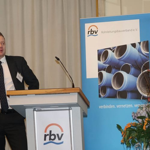 Stefan Brettschneider machte deutlich, dass es nicht einfach ist, Flüchtlinge in den Arbeitsmarkt zu integrieren. Foto: rbv