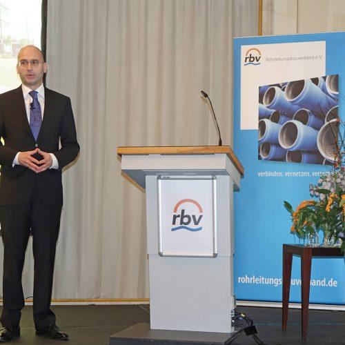 Maik Wortmeier gab eine Antwort auf die Frage, was ein modernes Versorgungsunternehmen von einem Leitungsbauunternehmen erwartet. Foto: rbv