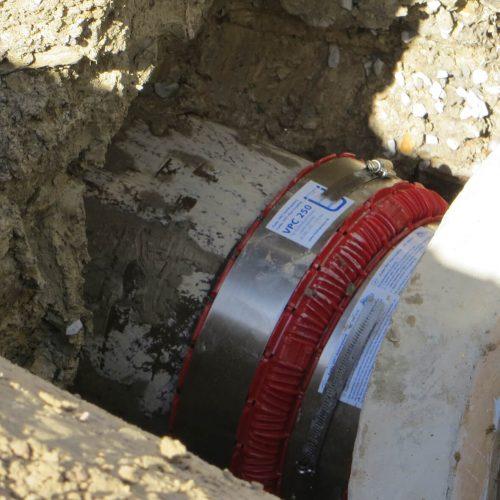 Dank der VPC®-Rohrkupplung ist auch das neue Schachtbauwerk dauerhaft dicht angebunden.    Foto: Funke Kunststoffe GmbH