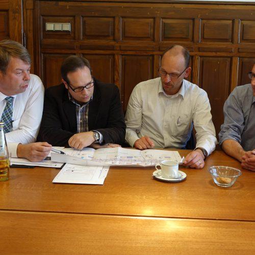 Gute Lösungen entstehen im gemeinsamen Gespräch: Dieter Jungmann, André Leson, Thomas van der Giet und Ralf Erpenbeck (v. li.). Foto: Funke Kunststoffe GmbH
