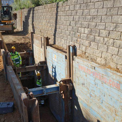 Über die Statik einer nahegelegenen stützenden Mauer war keine Aussage möglich – der Auftraggeber ging deshalb mit dem Linearverbau auf Nummer Sicher. Foto: thyssenkrupp Infrastructure