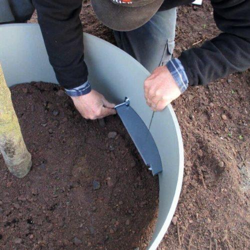 Eine einfach zu betätigende Verriegelung auf der Innenseite verleiht dem Gießring ein Plus an Formstabilität. Foto: Funke Kunststoffe GmbH
