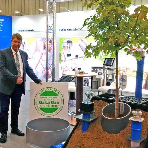 Freut sich, dass mit dem Gießring bereits zum dritten Mal eine Produktentwicklung von Funke ausgezeichnet wurde: Dieter Jungmann, Leiter Geschäftsbereich Tiefbau bei der Funke Kunststoffe GmbH. Foto: Funke Kunststoffe GmbH