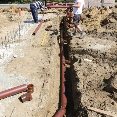 Ein System, viele Komponenten: Die Verwendung des HS®-Kanalrohrsystems für die Grundstücksentwässerung sorgt für größtmögliche Flexibilität auf der Baustelle. Foto: Funke Kunststoffe GmbH