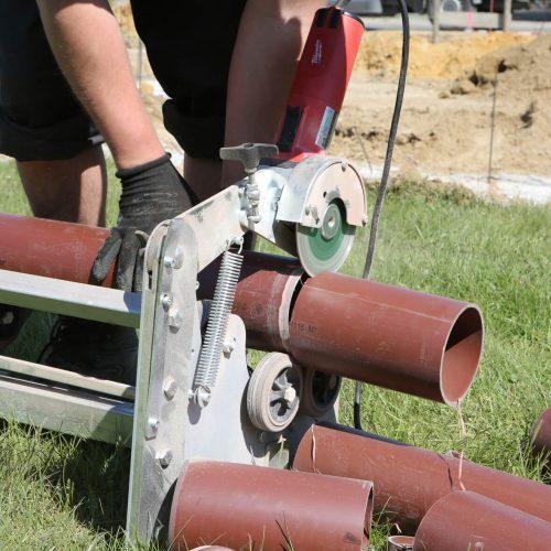 Mit dem HS®-Schneid- und Anfasgerät lassen sich Kunststoffrohre fachgerecht und schnell auf die richtige Länge bringen. Foto: Funke Kunststoffe GmbH