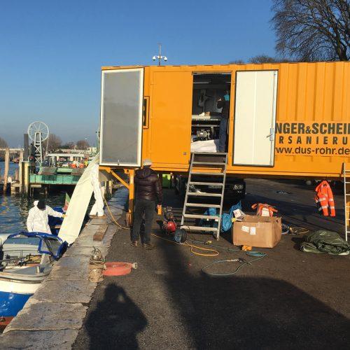 Der modulare Aufbau ist eine Trumpfkarte, die das BlueLine®-Verfahren in Venedig voll ausspielen konnte. Hier: das mobile Tränkungswerk an der Kaimauer. Foto: DIRINGER&SCHEIDEL ROHRSANIERUNG