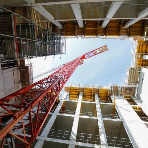 Sicherheit in allen Bauphasen: Bei einer Begehung der Baustelle lobten Vertreter der Berufsgenossenschaft den Sicherheitsstandard vor Ort. Foto: ULMA