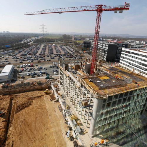 Im Juni 2016 konnten die Rohbauarbeiten an den Bürogebäuden im Gewerbegebiet Süd in Eschborn – im Bild Bauteil Management Circle – fristgerecht abgeschlossen werdenFoto: ULMA