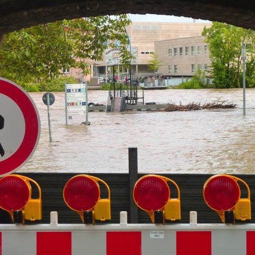 Starkregenereignisse treten in Deutschland immer häufiger auf – und mit ihnen das Risiko von Überschwemmungen. Mit Hilfe von Simulationssoftware lässt sich das Abflussverhalten der Regenfluten berechnen und organisatorische und technische Maßnahmen zur Schadensprävention ableiten. Foto: