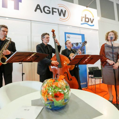 Erfahrungsaustausch in angenehmer Atmosphäre: Der musikalisch begleitete Pipe Brunch im Kompetenz-Zentrum Leitungsbau hat Tradition.