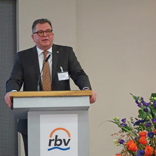 rbv-Präsident Fritz Eckard Lang eröffnete die 24. Tagung Leitungsbau in Berlin. Foto: Rohrleitungsbauverband