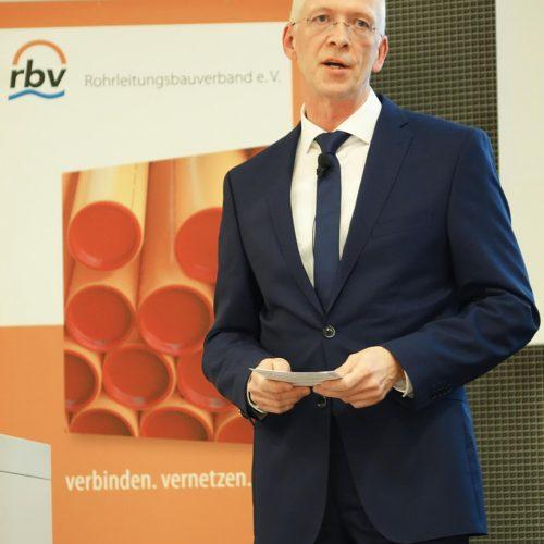 Für rbv-Hauptgeschäftsführer Dieter Hesselmann ist die Digitalisierung Wegbereiter für einen reibungslosen Bauablauf. Foto: Rohrleitungsbauverband