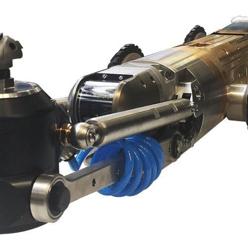 Der elektrische KASRO Arbeitsroboter 1.7 kann nunmehr mit einem 1200 W Slim-Motor ausgestattet werden und ist daher für den Einsatz in Rohren von DN 130-200 bestens geeignet. Die neue 4. Achse ist kleiner und gleichzeitig robuster und ermöglicht somit eine bessere Übersicht und leichtere Handhabung im Rohr. Foto: ProKasro Mechatronik GmbH