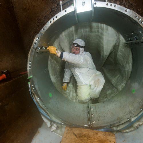 Sanierung DN1400 mit dem Alphaliner1800. Der von RELINEEUROPE speziell für die Großprofilsanierung entwickelte dreiteilige Faltpacker wird gesetzt. Foto: RELINEEUROPE AG