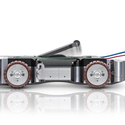 Kraftvoll, effizient, kompakt: Der MicroGator ist ein Fräsroboter für den Hauptkanal in Rohrdimensionen von DN 200 (gelinert) bis DN 300.  Foto: IBAK Robotics GmbH