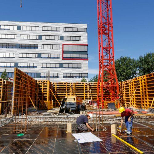 Zügiger Baufortschritt: Für das Ein- und Ausschalen von rund 850 m2 Decke benötigten vier Arbeiter jeweils zwei Tage.  Foto: ULMA