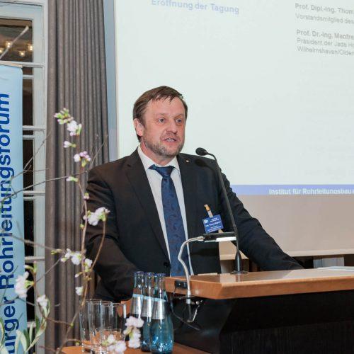 Für Prof. Wegener hat sich das Forum als Expertentreffen, aber auch als auch Treffen der großen Rohrleitungsfamilie etabliert.  Foto: iro /  michael stephan