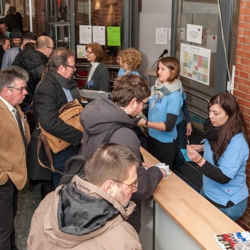 Perfekt organisiert: Freundlich und zuvorkommend wie immer wurden die Gäste des Forums im Tagungsbüro begrüßt. Foto: iro /  michael stephan