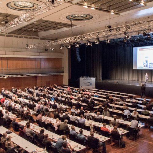 Mehr als 300 Tagungsteilnehmer, rund 50 Aussteller und Sponsoren sowie 24 Referenten und Moderatoren machten das zweite Doppelpack aus Deutschem Schlauchlinertag und Deutschem Reparaturtag zu einem vollen Erfolg. Foto: TAH