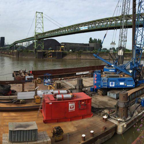 Im Winterhalbjahr 2016/2017 wurde die Kaimauer des Nordufers im Hafen Schwelgern mit Spunddielen der thyssenkrupp Infrastructure saniert.  Foto: thyssenkrupp Infrastructure
