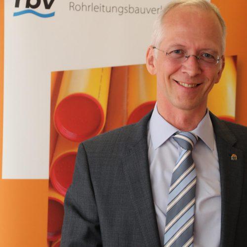 Dieter Hesselmann ist sicher, dass die Teilnehmer ein wichtiges Fundament für ihre weitere berufliche Zukunft gelegt haben.  Foto: Rohrleitungsbauverband