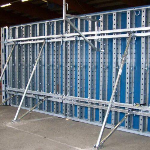 Die einfache Anpassung an wechselnde Wandhöhen steht als Produktinnovation im Mittelpunkt des Wandschalungs-Systems TELOS.  Foto: ULMA