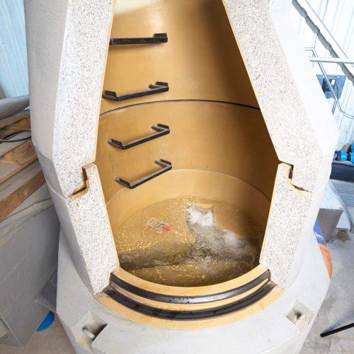 Der FABEKUN Schacht bietet eine gute und sichere Lösung für die Schnittstellen der Kanalisation. Das Schachtunterteil ist komplett mit PU ausgekleidet. Die Innenauskleidung ist fugenlos und löst damit ein Hauptproblem von Schachtbauten. Die Infiltration von Grundwasser, gerade auch im Bereich der Muffen und Fugen, ist nicht mehr möglich.  Foto: Gebr. Fasel Betonwerke GmbH