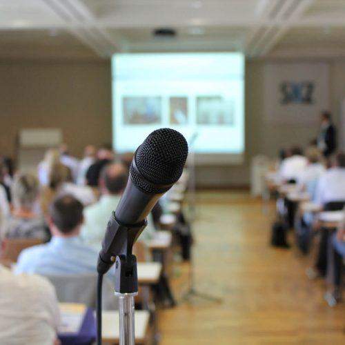 Die Würzburger Kunststoffrohr-Tagung mit ihrer Fachausstellung und Podiumsdiskussion ist ein fester Bestandteil in der Kunststoffrohrbranche. Foto: Rohrleitungsbauverband