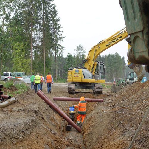 Insgesamt 23 km HS®-Kanalrohre wurden auf dem 184 Hektar großen Gelände in einer Bettung aus Split verlegt.  Auch noch nach vielen Jahren sind die braunen Schmutzwasserrohre sowohl von innen als auch von außen problemlos zuzuordnen.  Foto: Funke Kunststoffe GmbH