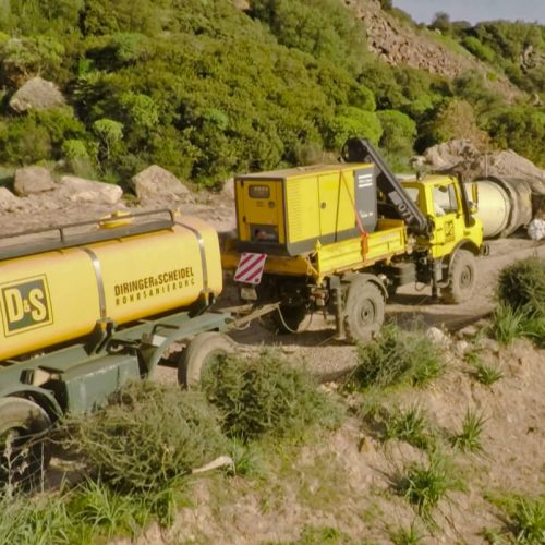 Transport des Wassers für die Injektionsarbeiten. Foto: Rotech