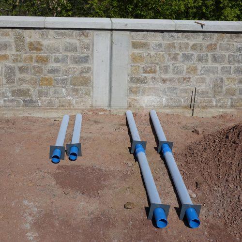 Neben der 1,50 Meter langen Standardvariante des Funke-Baumwurzelbelüfters wurden vor Ort Tiefenbelüfter mit einer Rohrlänge von drei Metern verwendet.  Foto: Funke Kunststoffe