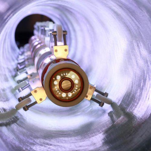 Sanierung mittels GFK-Schlauchliner. Lichtquelle 8x400W in einem Liner DN 300. Foto: BKP Berolina Polyester GmbH & Co. KG