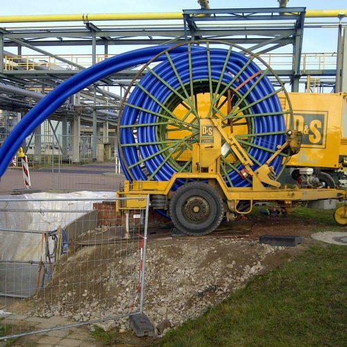 Vielseitig: Das Compact Pipe-Verfahren eignet sich sowohl für die Sanierung von Wasser- und Gasleitungen als auch von Industrie- und Kanalrohrleitungen aus Stahl, Guss, Keramik und Beton. Foto: DIRINGER&SCHEIDEL ROHRSANIERUNG