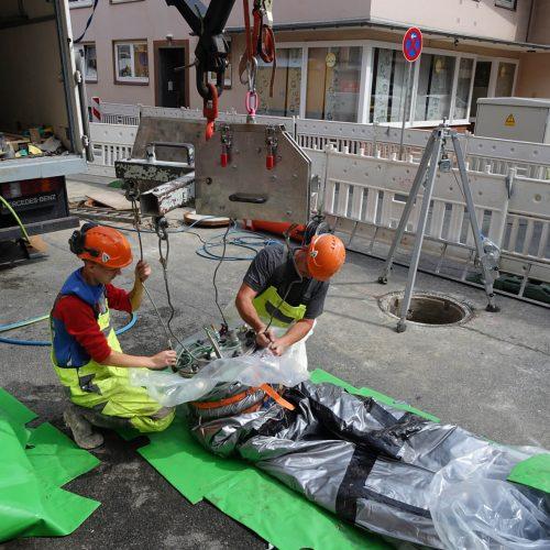 Vorbereitung des Vertiliners® für den Einbau. Foto: DIRINGER & SCHEIDEL ROHRSANIERUNG