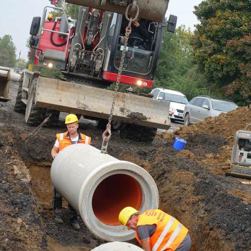 Insgesamt rund 1,2 km FABEKUN®-Kanalrohre und 20 FABEKUN®-Schächte werden entlang der B 515 zwischen Langschede und Halingen von der Walter Bau GmbH verlegt. Foto: Gebr. Fasel Betonwerke GmbH