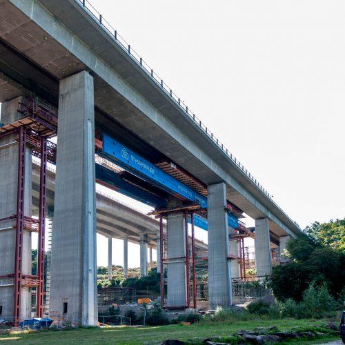 Ebenso wie das neue Ersatzbauwerk bestand die alte Spannbetonbrücke aus zwei Überbauten. Foto: thyssenkrupp Infrastructure
