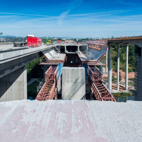 Weltweit einmalig: Erstmals wurde eine Brücke in Aufbaurichtung und nicht – wie herkömmlich – entgegen der Aufbaurichtung feldweise abgebrochen. Foto: thyssenkrupp Infrastructure