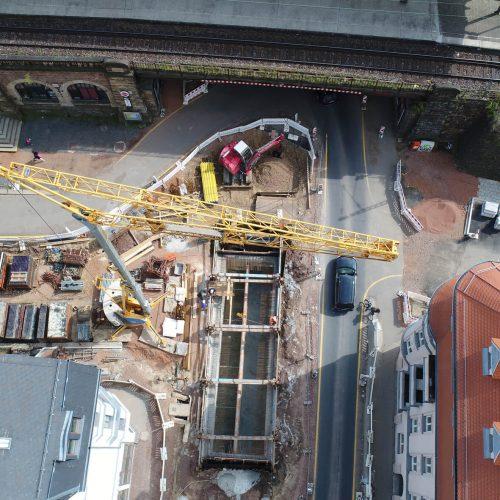 Im Rahmen des Neubaus eines Kreisverkehrs am Chemnitzer Südbahnhof wurde ein Regenüberlaufbauwerk im Bereich des vielbefahrenen Verkehrsknotenpunktes neu erstellt. Foto: Media Agentur SAZINC | www.sazinc.de