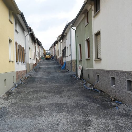 Ein Blick in die Hans-Böckler-Straße offenbart auch hier die äußerst engen Platzverhältnisse unter denen die Baumaßnahme stattfinden muss. Foto: Gebr. Fasel Betonwerke GmbH