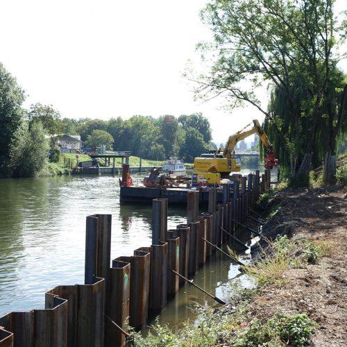 Im Bereich des Neckaruferparks sichern Spundwände zukünftig den Uferbereich. Foto: thyssenkrupp Infrastructure