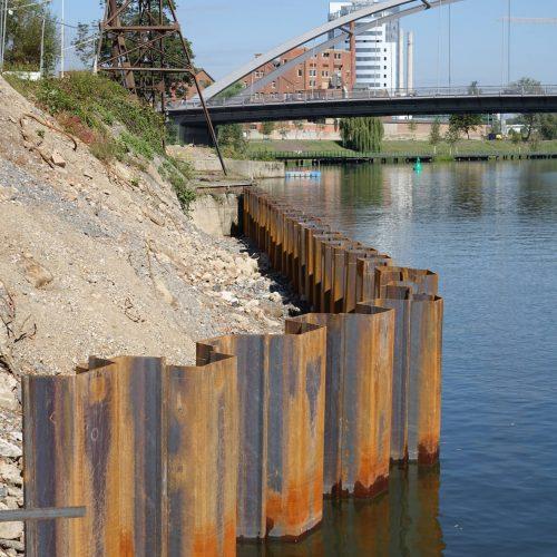 Fertiger Abschnitt der neuen Spundwand. Foto: thyssenkrupp Infrastructure