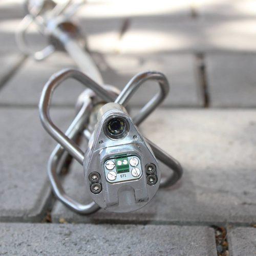 Mit der neu entwickelten, bogengängigen KASRO UV-Lichtquellenkette für den Hausanschlussbereich lassen sich Leitungen mit GFK-Linern im Nennweitenbreich von DN 100 bis DN 200 sanieren. Foto: ProKasro Mechatronik GmbH